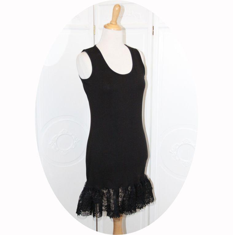 Fond de robe en jersey de coton noir, dentelle et tulle