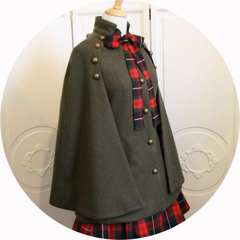 Cape laine et cachemire vert armee et doublure ecossais rouge