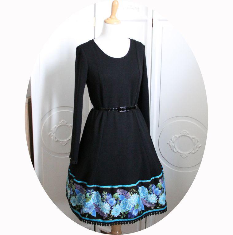 Robe Poupee Russe courte maille pure laine noire et galon fleurs bleues