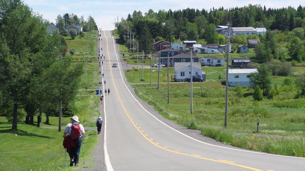 La file de marcheurs s'étend plus la journée avance, et on peut même se retrouver à marcher tout seul