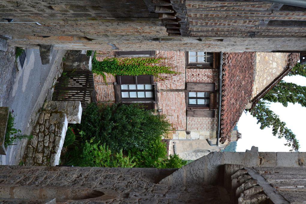 Saint- Cirq Lapopie : dép du Lot ( 46 ).
