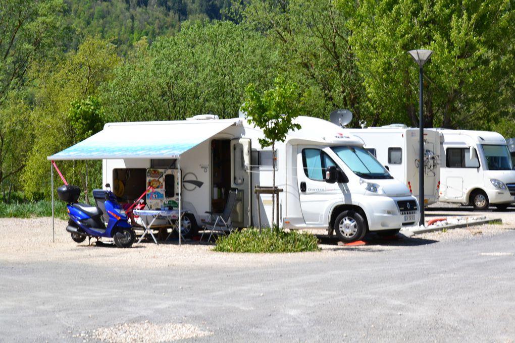 Diaporama ci dessus ( Aire pour camping-car de Loudenvielle ) .