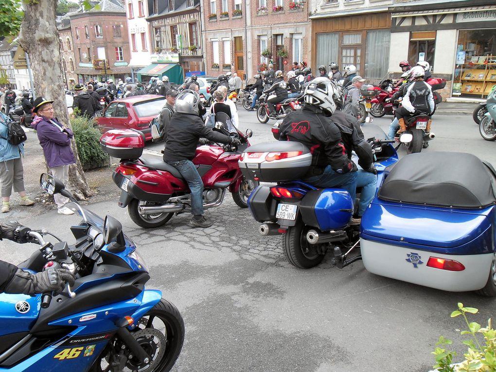 Rassemblement des motards pour le circuit touristique.