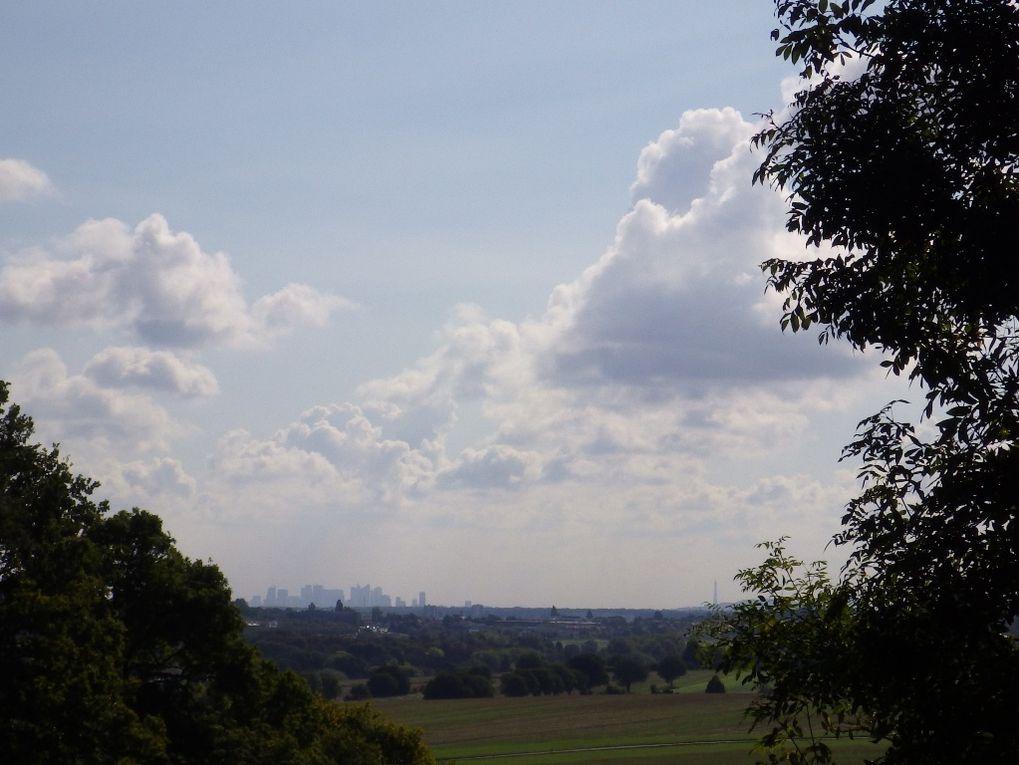 Une pause à Romainville  avec une vue (lointaine) sur La Défense et Paris.