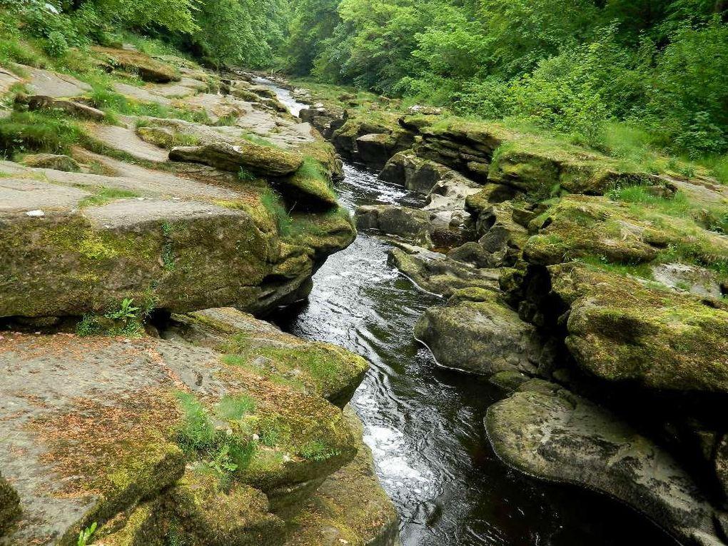 Le Bolton Strid , ruisseau de montagne dangereux par sa profondeur !