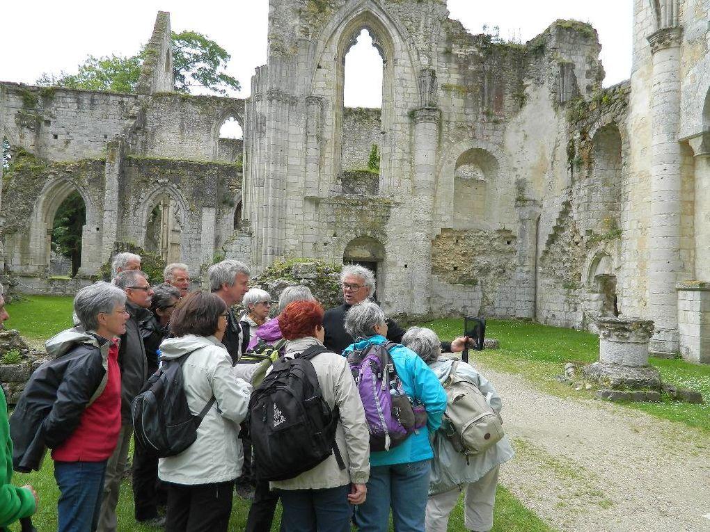 L'Eglise St Pierre dont ce mur date de l'époque carolingienne