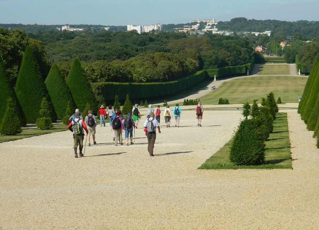 Le Parc s'étend devant la façade ouest.