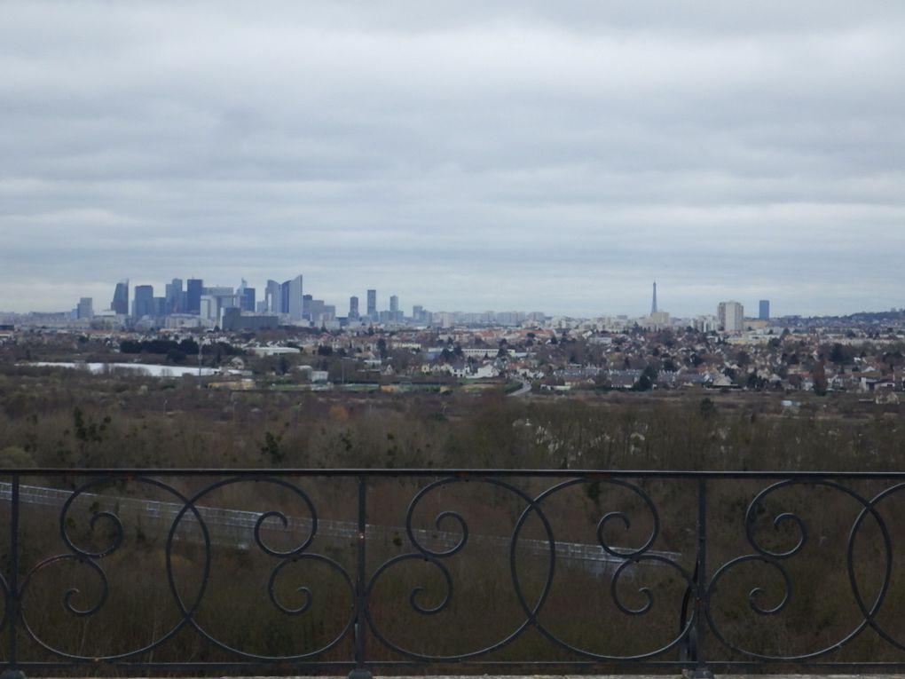 Vue dégagée sur Paris - les arbres déjà en fleurs au Mesnil le Roi ...