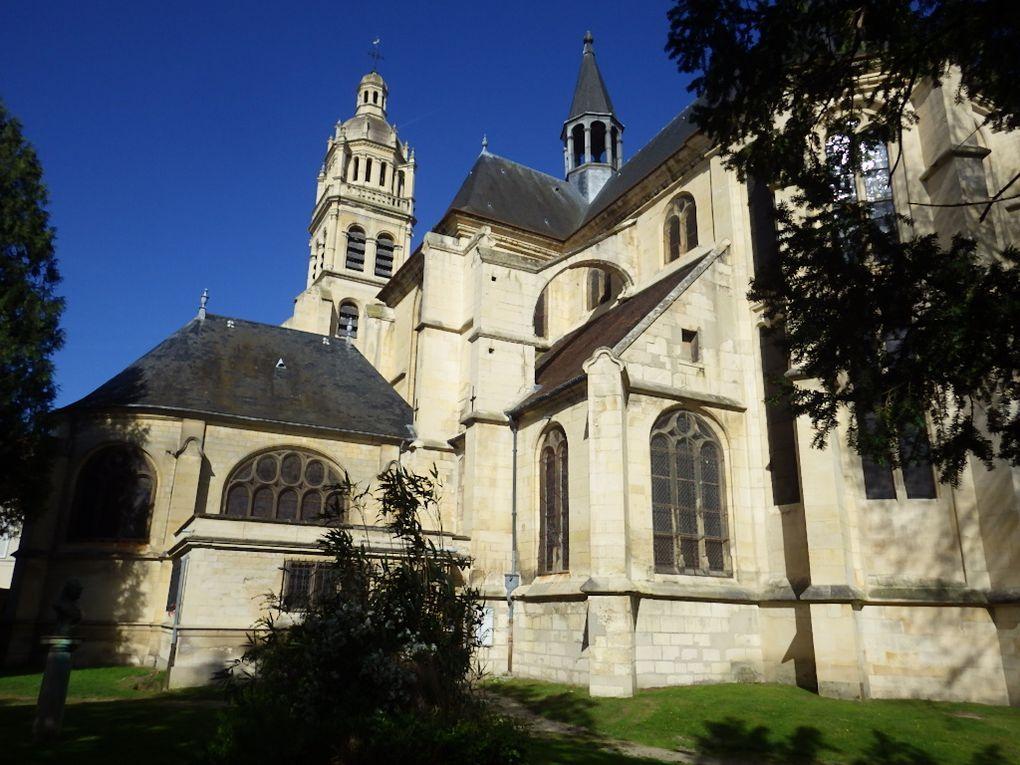 L'Isle-Adam - l'Office du Tourisme, la jolie sirène sur l'Oise, l'Eglise et le Presbytère.