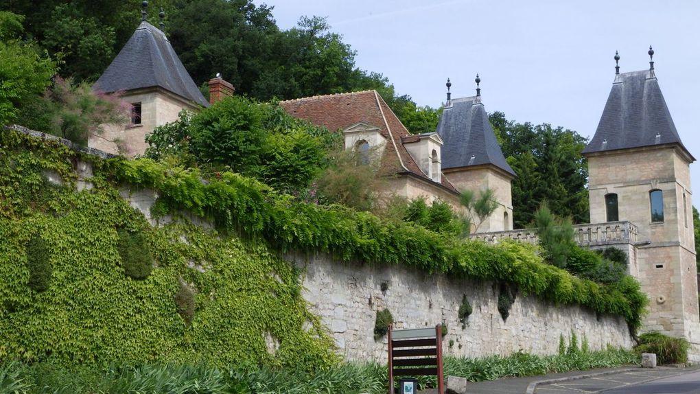 Médan : L'Eglise, le chateau, le lavoir dans le parc de la Mairie et la Maison d'Emile Zola.