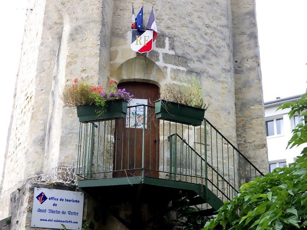 Départ de St Martin du Tertre où la Tour du Guet abrite le musée du télégraphe Chappe.