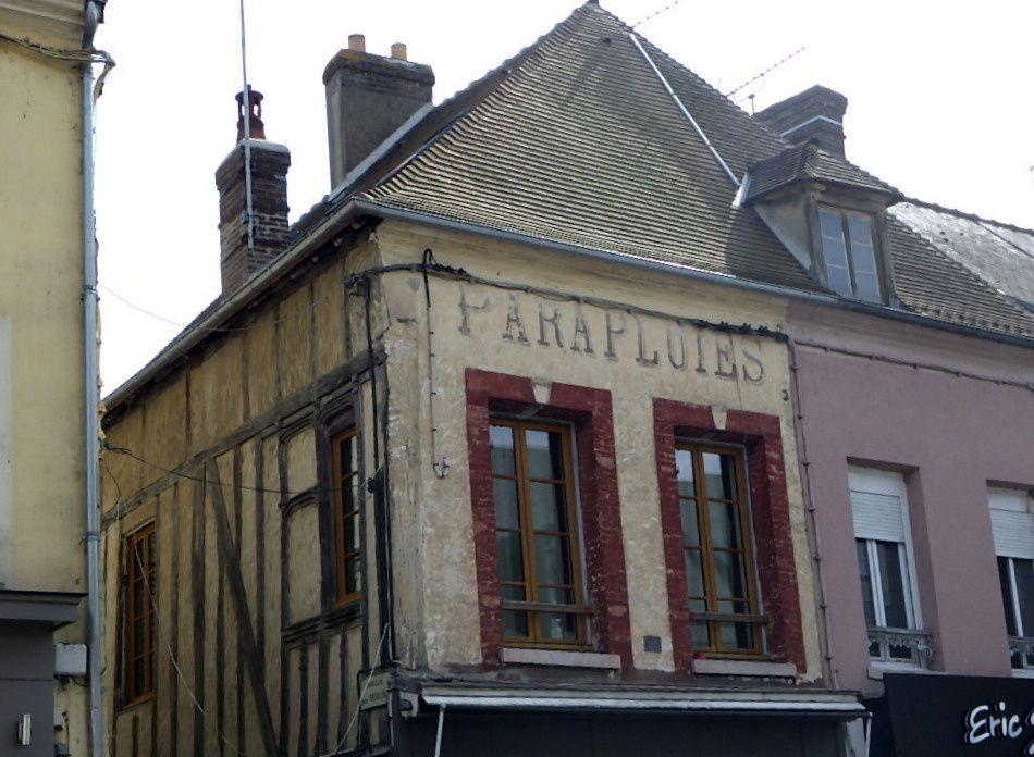 C'est  à  Pacy sur Eure qu'on termine  cette vraiment  belle journée, les bords de l'Eure ,   un  petit tour de ville et on repart ...