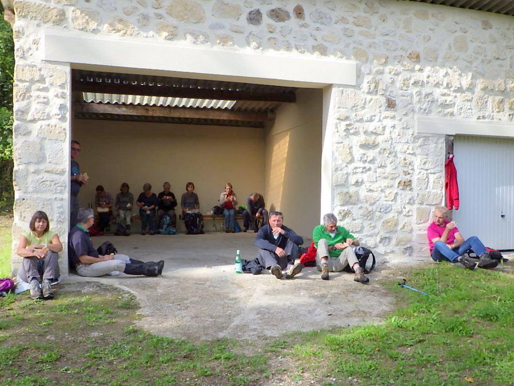 """Chars - Piquenique dans """"l'abri des randonneurs"""" près du Moulin de Noisemont"""