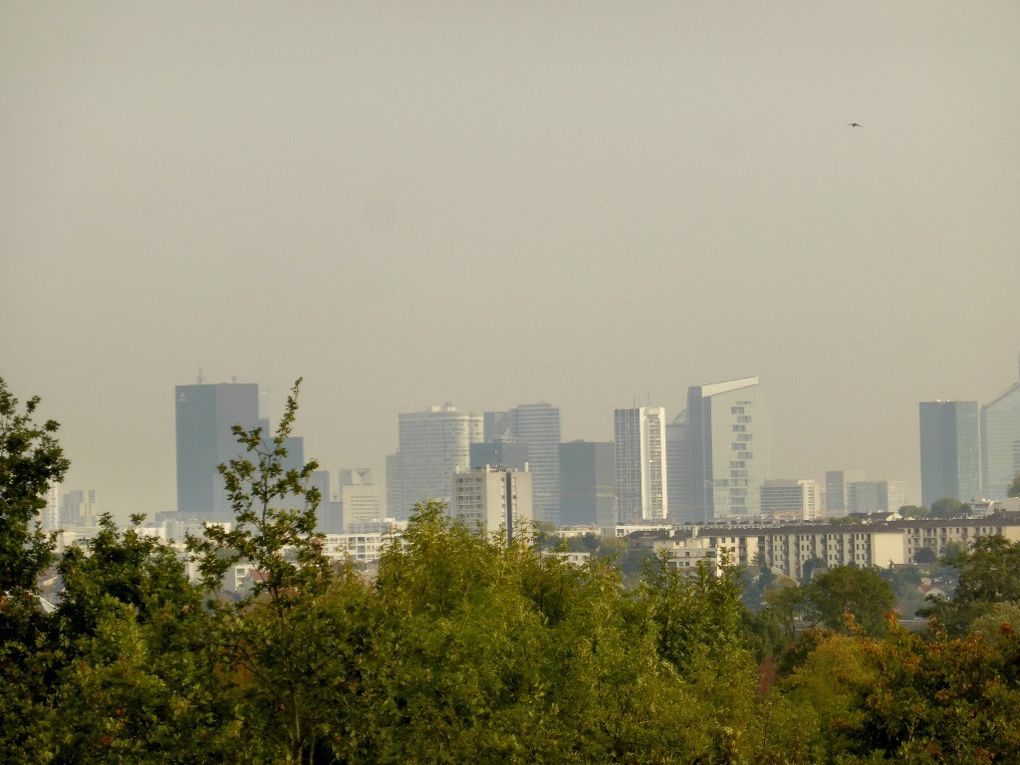 De la table d'orientation on voulait voir Paris... on a vu La Défense ...