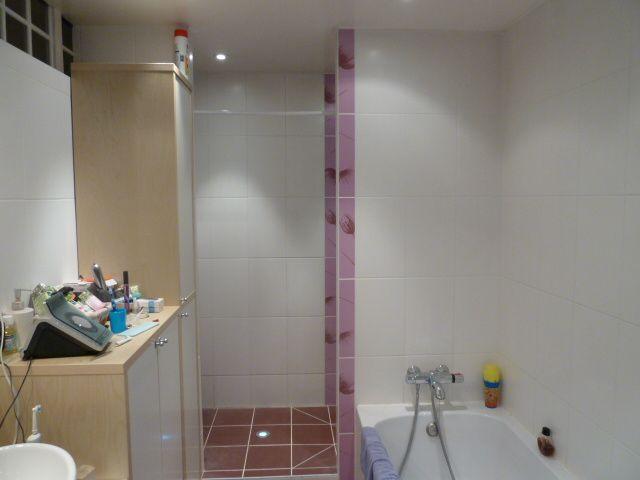 Cr ation d 39 une salle de bains pont de roide 25 mille for Creation de salle de bain