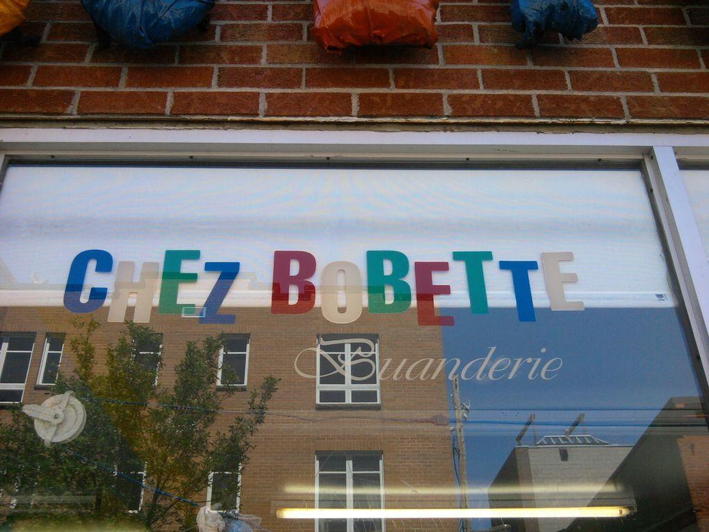 Dépanneurs, salons de coiffure, boulangeries... se prêtent aux jeux de mots et clins d'œil.