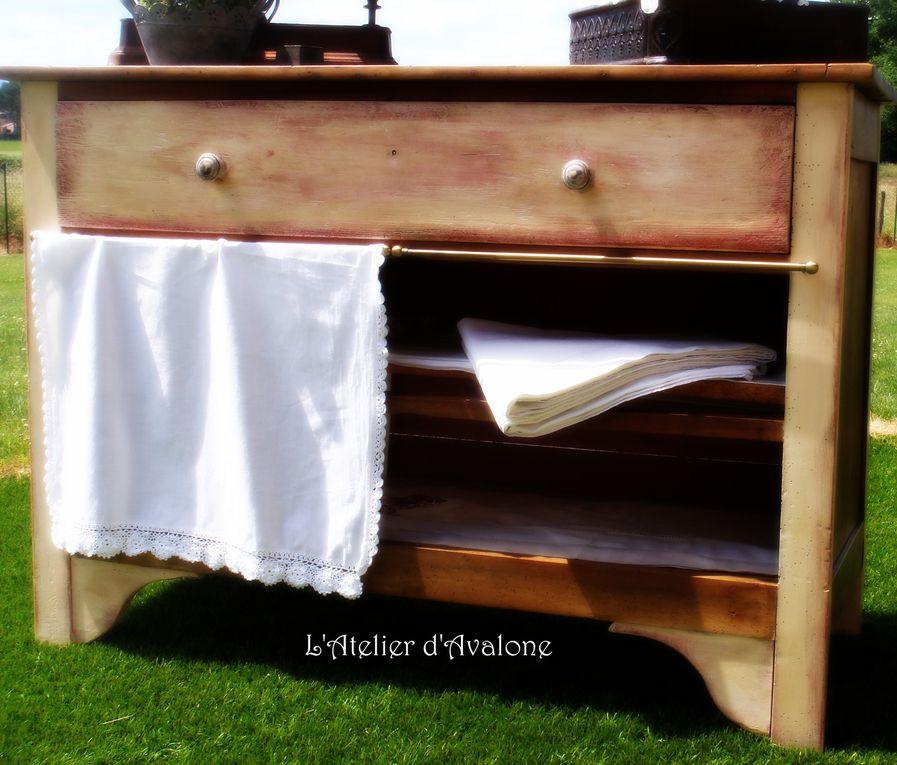 Créations de relooking de meubles et d'objets dans un style Brocante