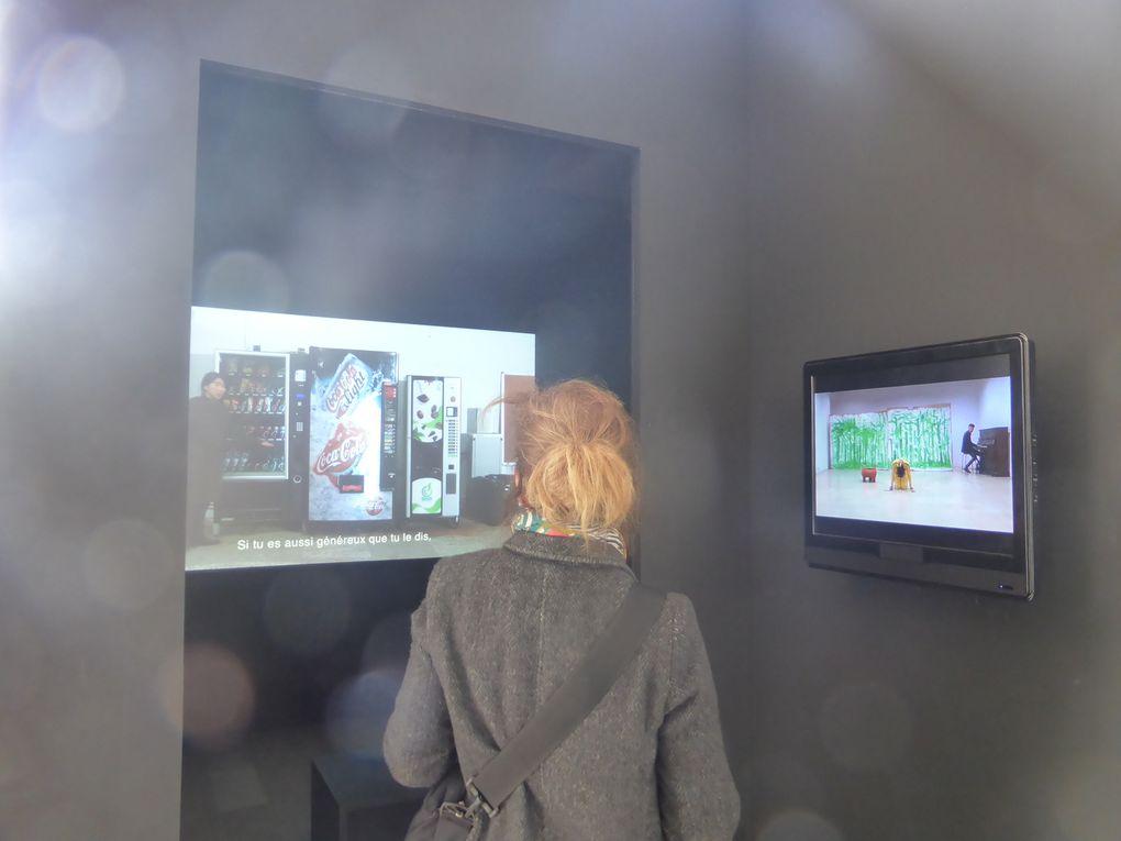 Qingmei Yao, Le Procès, 2013, vidéo 9mm, 3 sec.. 59e Salon de Montrouge, 2014 © Photographies Antoine Prodhomme