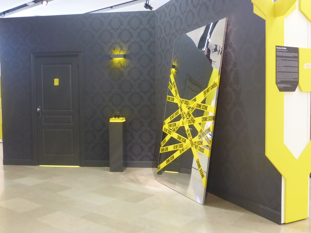 Eskrokar, Do not cross  &  ne pas ouvrir / c'est un piège, 2014. 59e Salon de Montrouge, 2014 © Photographies Gilles Kraemer