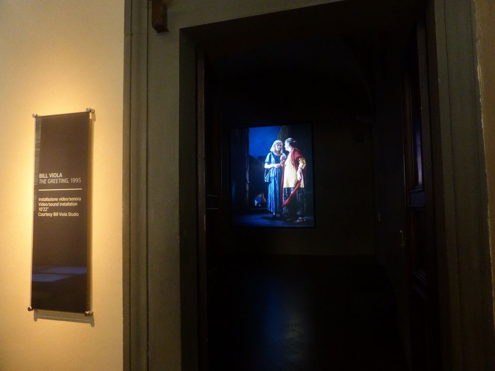 Bill Viola, The Greeting,1995. Installation vidéo, 10' 22''. Actrices : Angela Black, Suzanne Peters, Bonnie Snyders. Installation vidéo projetée dans le cadre de l'exposition Pontormo et Rosso, palazzo Strozzi, Florence © Photographies Gilles Kraemer, mai 2014, Florence