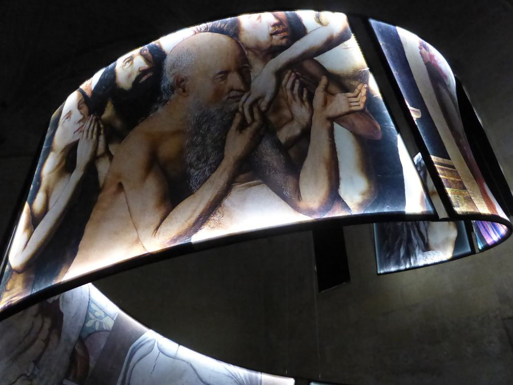 Olivier Roller, La Conversion aux images : une histoire du pouvoir de Jules César à Louis XIV (2005). Installation produite par le musée Réattu, réalisée et installée par la société Barrissol ® &#x3B; composée de sept panneaux rétro-éclairés de 120 x 180 cm © Le Curieux des arts Gilles Kraemer, présentation presse, Arles, musée Réattu, juillet 2015