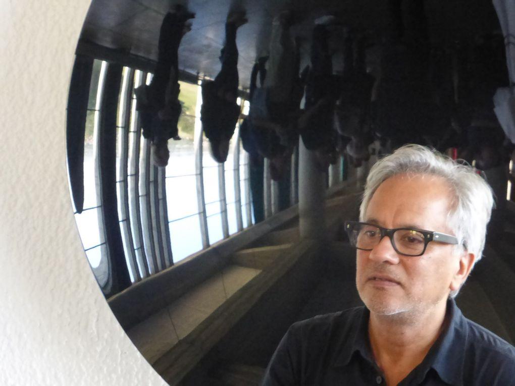 Frère Marc Chauveau et Anish Kapoor. Exposition Anish Kapoor chez Le Corbusier, couvent de La Tourette © Le Curieux des arts Gilles Kraemer, présentation presse, 9 septembre 2015