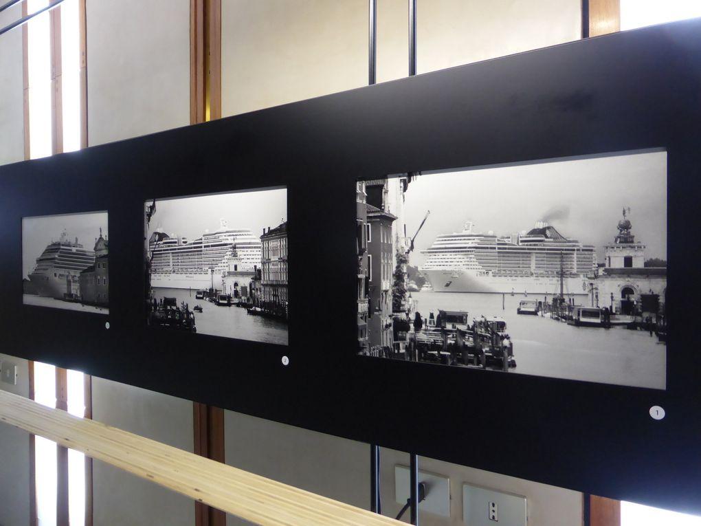 Vues de l'exposition Gianni Berengo Gardin. Venezia e le Grandi Navi © Gilles Kraemer Le Curieux des arts, 28 octobre 2015