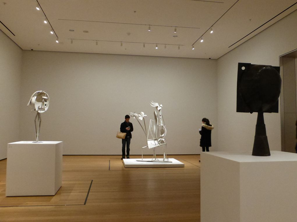 """Salles """"Le monument à Apollinaire (1927-1931). The monument to Apollinaire"""". Exposition Picasso Sculpture, MoMA, New York © Le Curieux des arts Gilles Kraemer, New York, décembre 2015"""