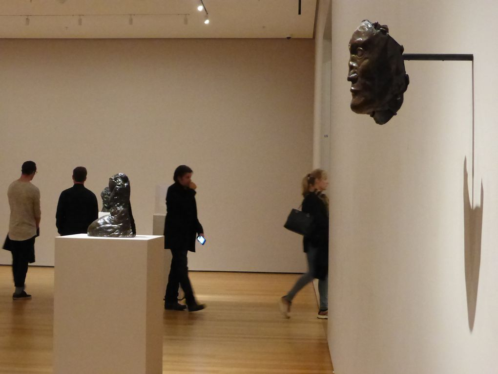 """Salle """"Premiers travaux et premières sculptures cubistes (1902-1909). Early works and the cubist sculptures"""". Exposition Picasso Sculpture, MoMA, New York © Le Curieux des arts Gilles Kraemer, New York, décembre 2015"""