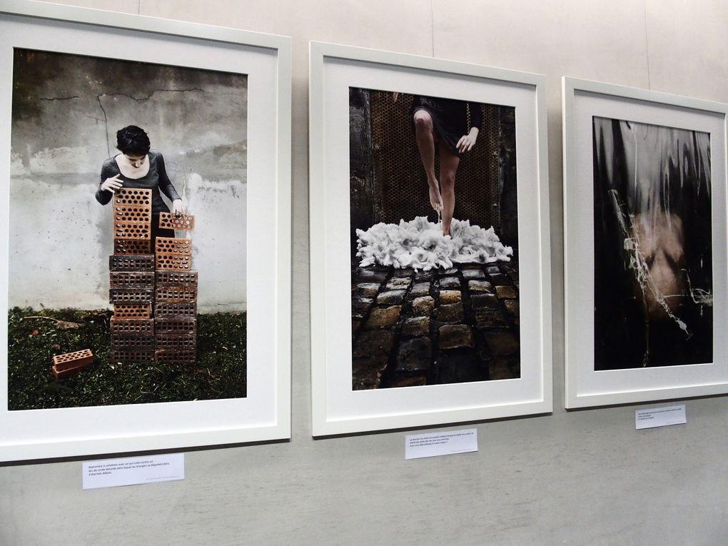 Vues de l'exposition Dorothy - Shoes. Scléroses en Plaques. ColèresS Planquées et détails de trois photographies © photographies Le Curieux des arts Gilles Kraemer, Paris, 14 janvier 2016