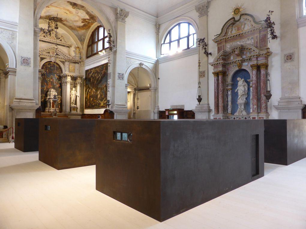 Chiesa di San'Antonin, vue de l'exposition Ai Weiwei S.A.C.R.E.D.  55e Biennale de l'art, Venise, 2013 © Photographies Antoine Prodhomme, journées presse Biennale, mai 2013.
