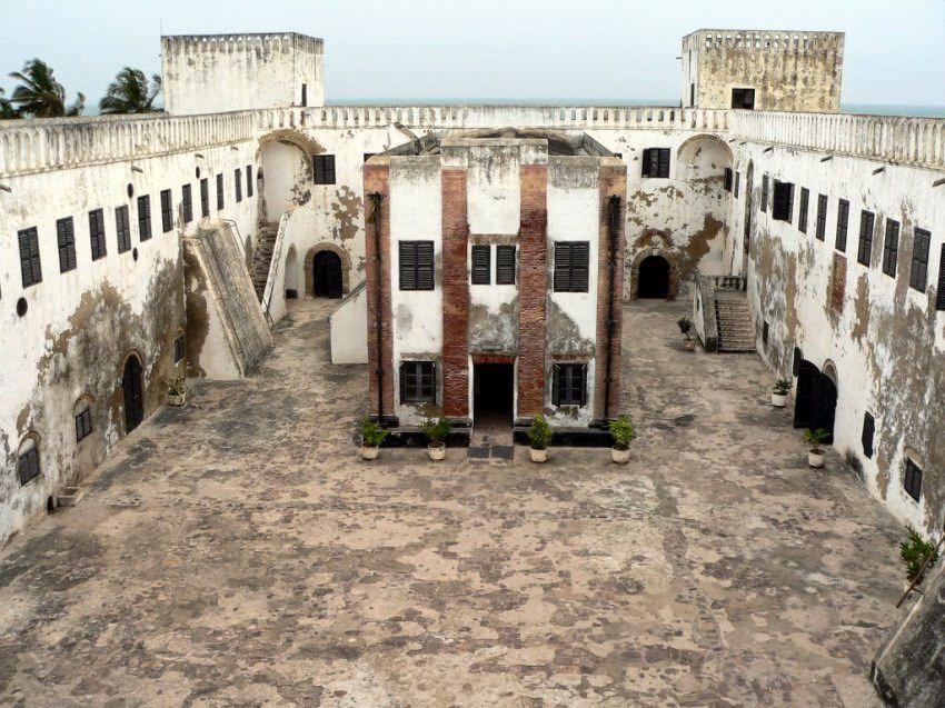 Imágenes de El Castillo de Elmira, construido por los portugueses, servía a la vez de almacén de esclavos que esperaban su traslado a América.- El Muni.