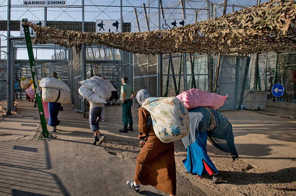 Imágenes de ciudadanos chinos huyendo del racismo en Argelia.- El Muni.