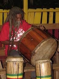 Imágenes de tambores nyabinghi.- El Muni.