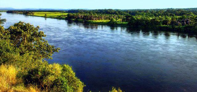 El Río Kwanza es el mayor río de Angola con 960 km de longitud. Nace en Mumbué, municipio del Chitembo, Bié, en el Planalto Céntrico de Angola.- El Muni.