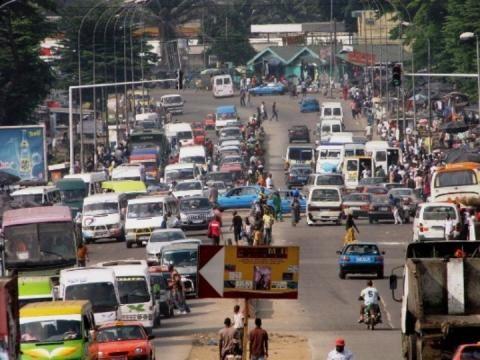 Abidjan (Costa de Marfil): Un hombre de 70 años se acuesta con una joven de 20 años, y luego muere.