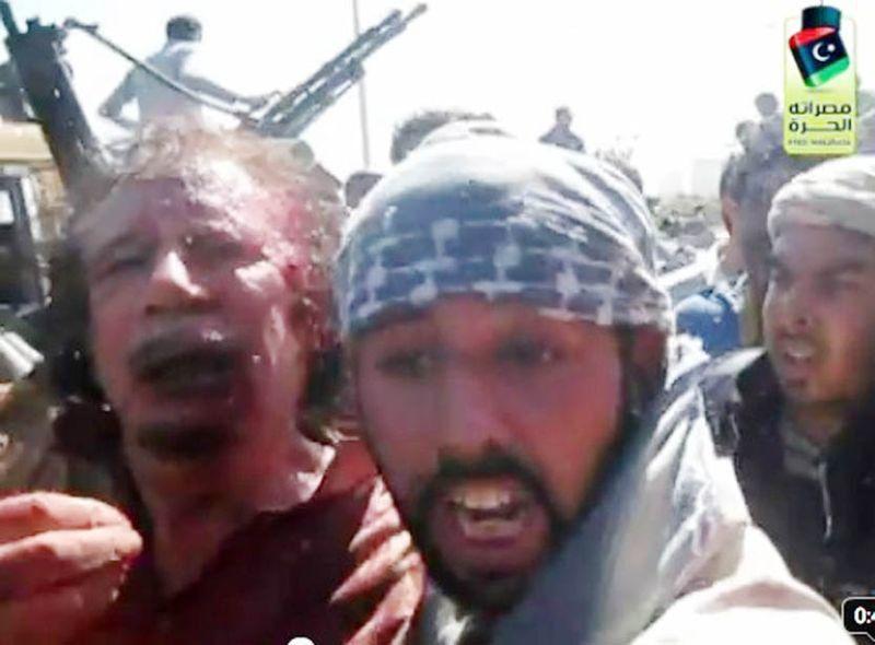 Muamar Gadafi, derrocado y asesinado por linchamiento a manos de una turba de la Primavera árabe en Libia.- El Muni.