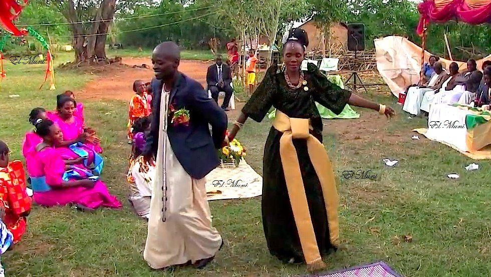 Jóvenes africanas y bodas ugandesas.- El Muni