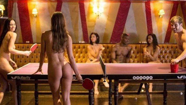 Imágenes, restaurante nudista de Londres.- El Muni.