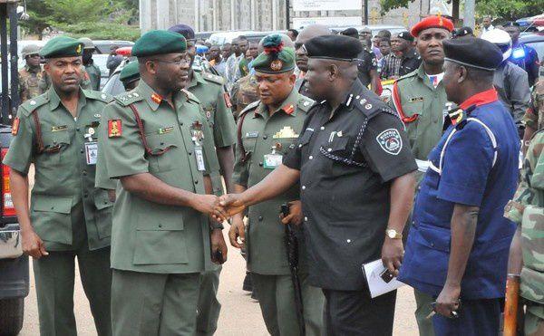 Teniente General Tukur Buratai, jefe del estado mayor del ejército nigeriano.- El Muni.