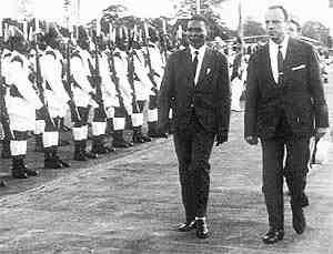 Imágenes del único presidente elegido democráticamente que ha tenido la Guinea Ecutorial.- El Muni.