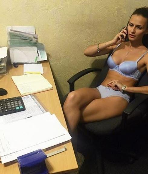 Imágenes bielorrusos desnudos en sus puestos de trabajo.- El Muni.