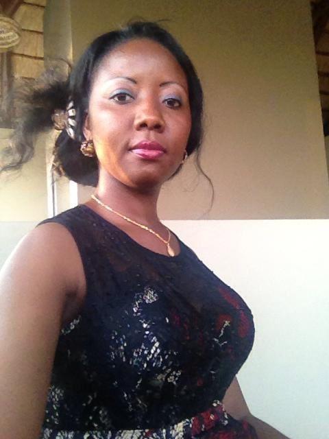 La bella diputada mozambiqueña del partido RENAMO.- El Muni.