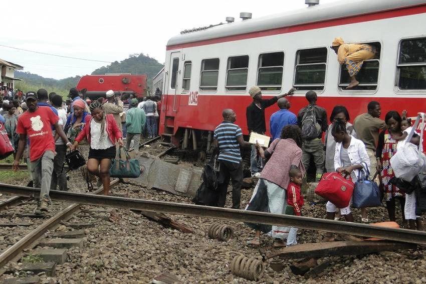 Imágenes accidente de tren en Camerún por descarrilamiento.- El Muni.