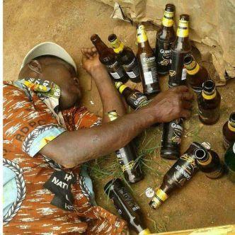 """Le han bautizado como """"Odontol"""", bebida alcohólica casera letal, elaborada en Cameroun.- El Muni."""