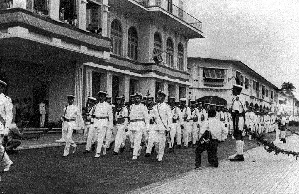 Imágenes de don Bonifacio Ondo Edu y de la guardia colonial en la Guinea Española.- El Muni.