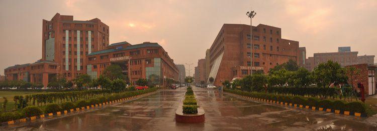 Imágenes de Sharda, en Noida, La India.- El Muni.
