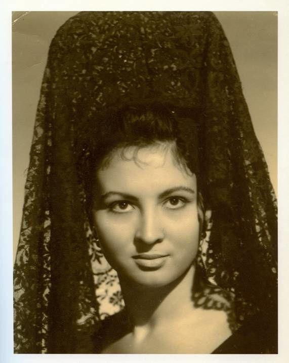 Homenaje  a la mujer española.- El Muni.