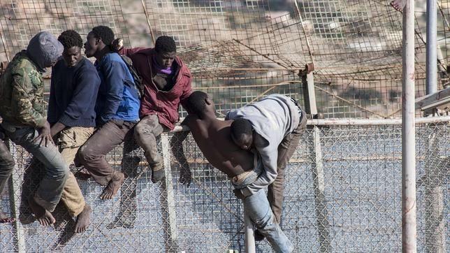 Imágenes de la frontera de la indignidad, Ceuta (España-Marruecos).- El Muni.