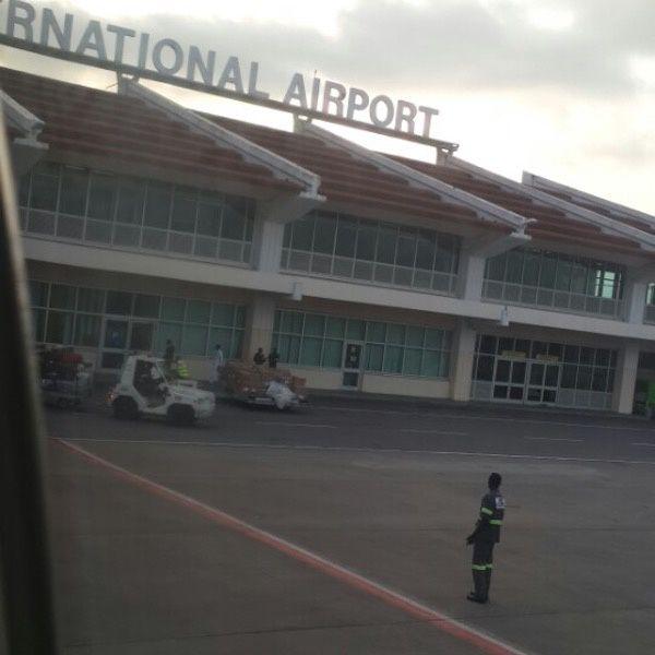 Imágenes aeropuerto de Yaoundé-Nsimalen.- El Muni.